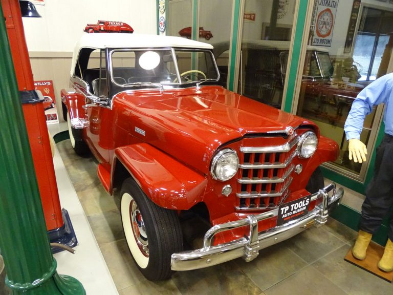 1951 Willys Jeepster 2